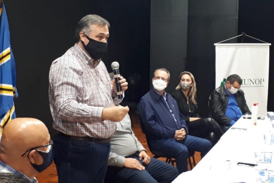 Governo pede apoio das Associações de Municípios para acelerar vacinas no Paraná